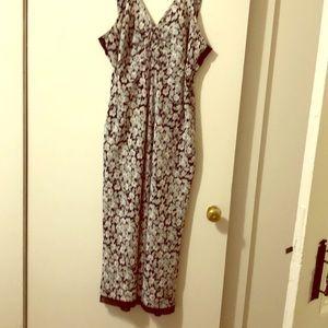 Beautiful summer dress. Has side zip